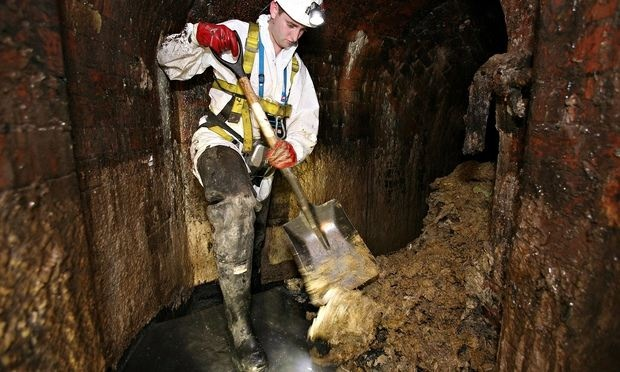 Fatberg causes severe damage in London sewer