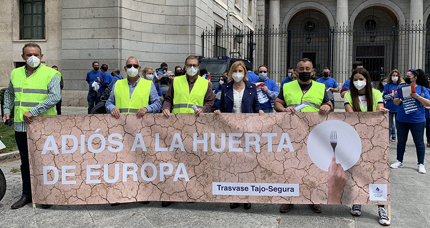 Farmers protest against cuts in the Tagus-Segura transfer