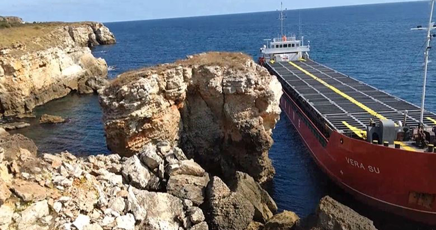 The Black Sea in Bulgaria is polluted with nitrogen (fertilizers) after a cargo ship from Panama crashed on the rocky shore of the Yailata Protected Area above the city of Varna.